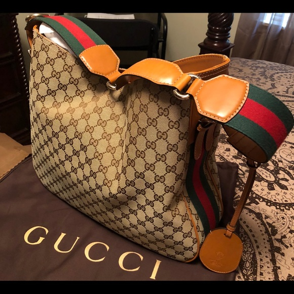 8c7fb3500 Gucci Handbags - Authentic Gucci Women's Handbag